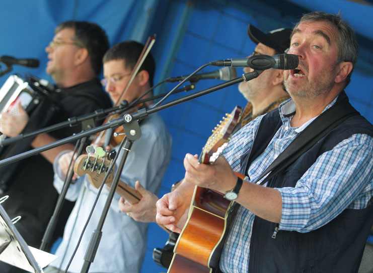04 folk am fluss 2014