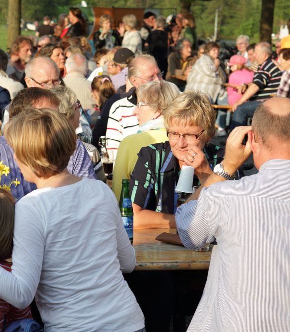23 folk am fluss 2014