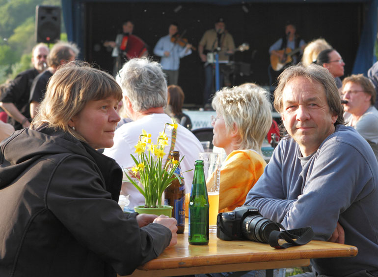 25 folk am fluss 2014