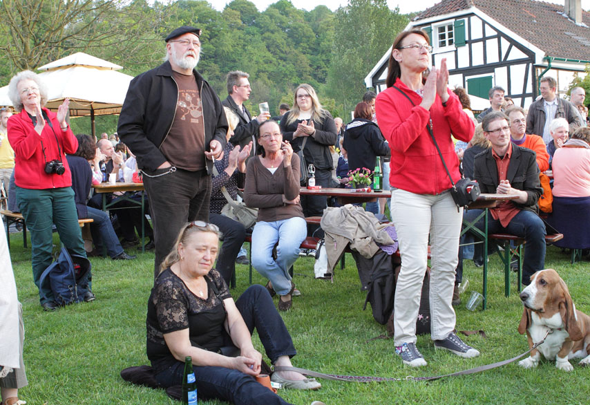 41 folk am fluss 2014