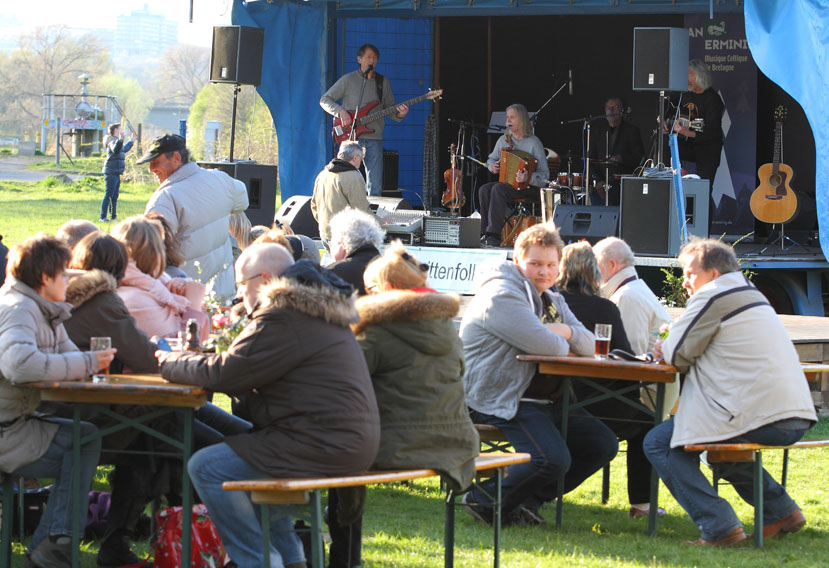 folk am fluss 2015 03